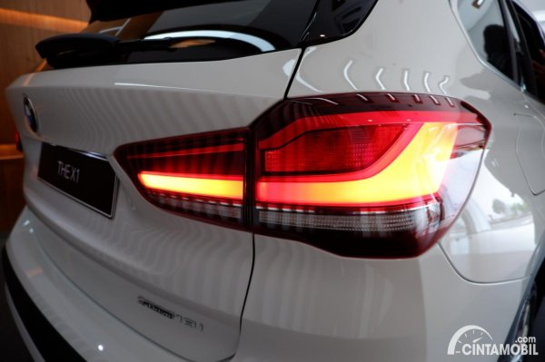 Foto stoplamp BMW X1 sDrive 18i 2021