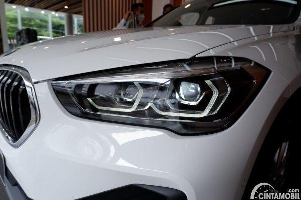 Foto headlamp BMW X1 sDrive 18i 2021