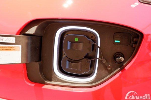 Foto soket charging di Hyundai KONA EV