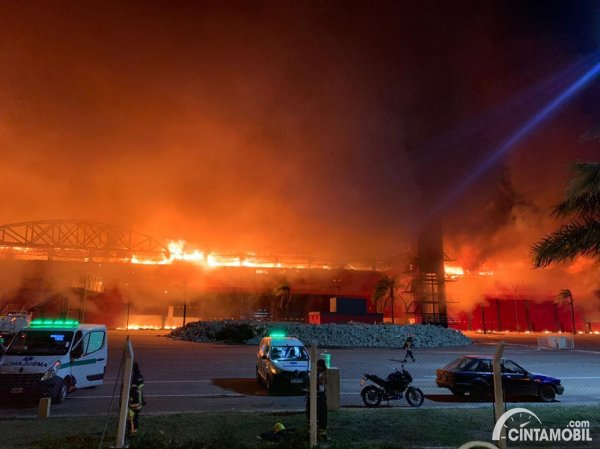 Sirkuit Termas de Rio Hondo terbakar
