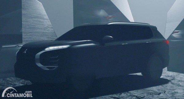 teaser Mitsubishi Outlander 2021 dengan lampu depan menyala