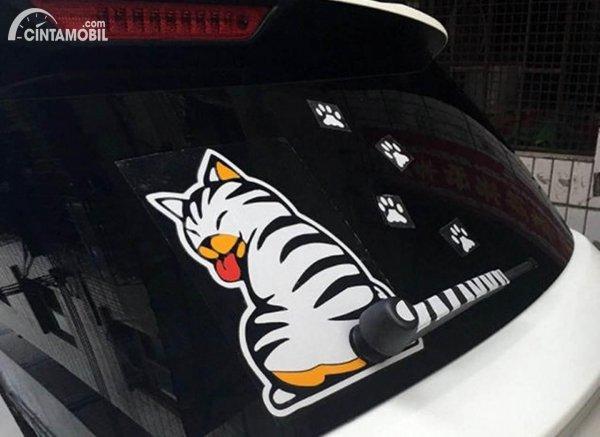 Stiker Kaca Belakang Mobil Kucing
