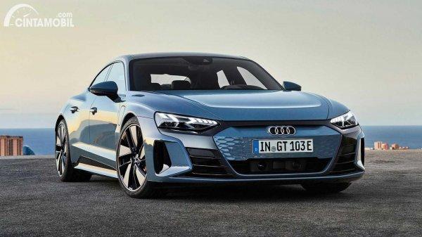 eksterior Audi E-tron GT 2021 berwarna biru