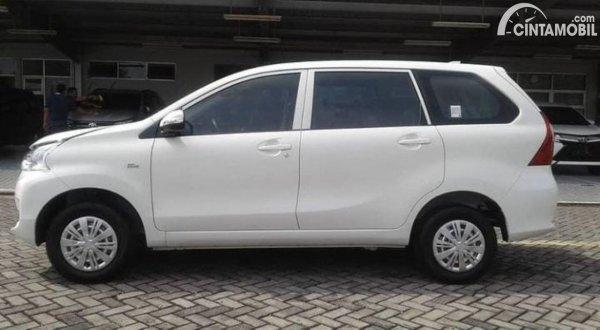 Foto tampak samping Toyota Avanza Transmover 2020