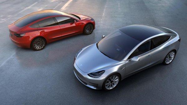 Gambar menunjukan Tesla Model 3