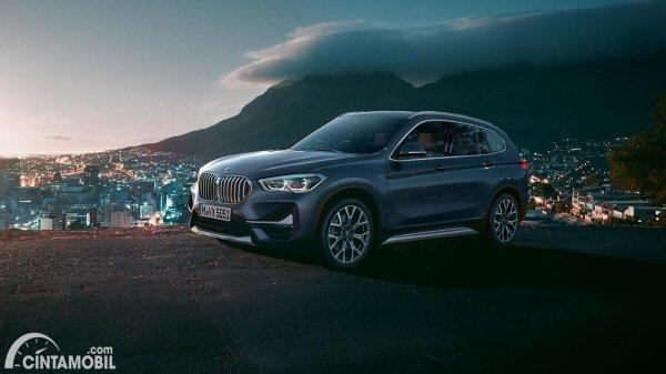SUV baru BMW X1 berwarna hitam