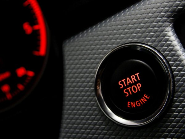 Gambar menunjukan Start stop mobil