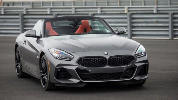 Foto BMW Z4 Roadster tampak samping depan