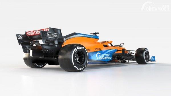 Tampilan belakang McLaren MCL35M