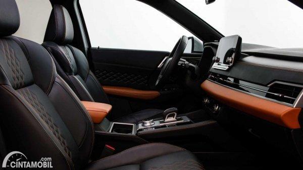interior mobil baru Mitsubishi Outlander 2021