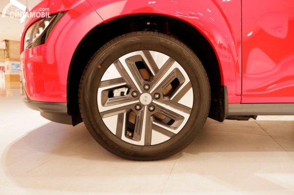 Foto ban dan velg Hyundai KONA Electric Facelift 2021