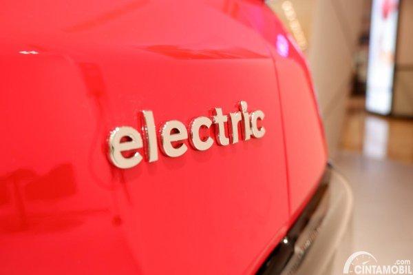 Foto emblem electric pada Hyundai Kona Electric facelift 2021