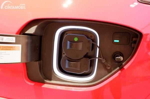 Foto lubang charger Hyundai KONA Electric Facelift 2021