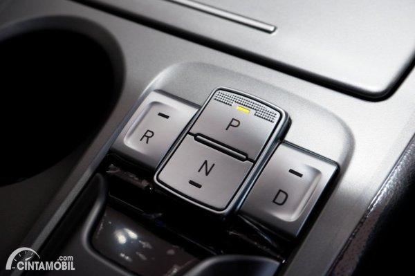 Foto tombol selector transmisi Hyundai KONA Electric Facelift 2021