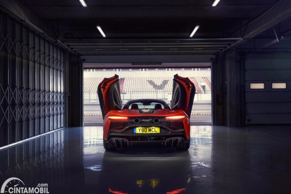 Tampilan belakang McLaren Artura Hybrid