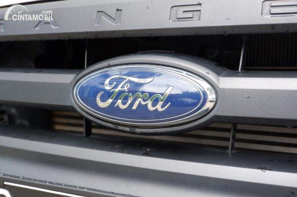 Foto emblem FORD di Ford Ranger 3.2 XL 2021