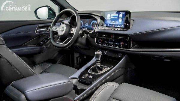 interior Nissan Qashqai 2021 berwarna hitam