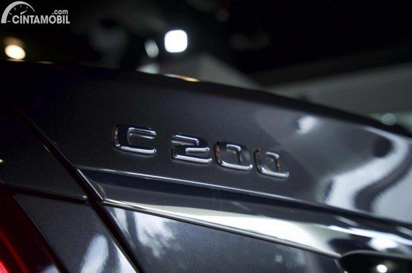 Foto emblem C200 di Mercedes-Benz C200 AMG Line Final Edition 2021
