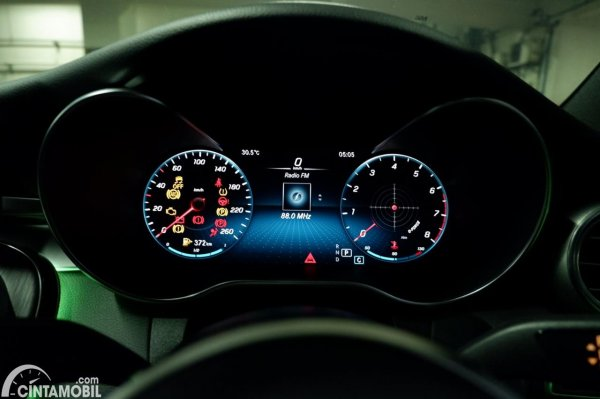 Foto panel instrumen di Mercedes-Benz C200 AMG Line Final Edition 2021