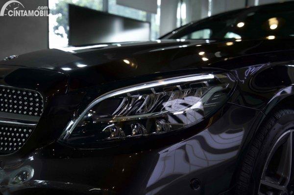 Foto headlamp Mercedes-Benz C200 AMG Line Final Edition 2021