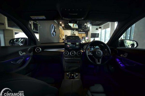 Foto layout dashboard Mercedes-Benz C200 AMG Line Final Edition 2021