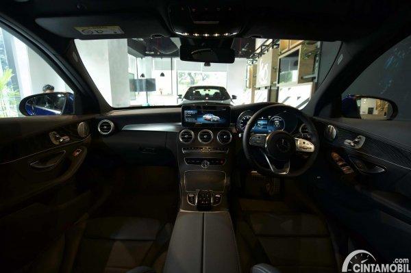 Foto layout dashboard Mercedes-Benz C300 AMG Line Final Edition 2021