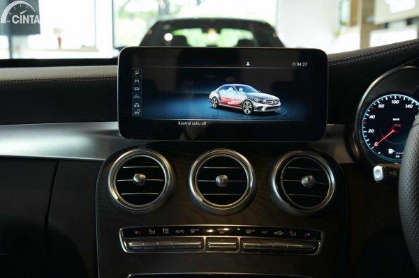 Foto layar infotaiment di Mercedes-Benz C300 AMG Line Final Edition 2021