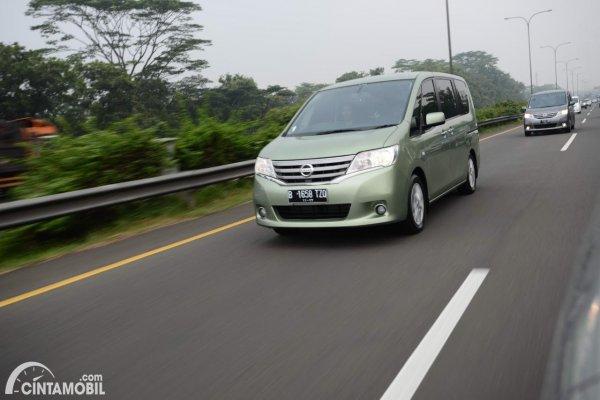 Foto Nissan Serena X 2013