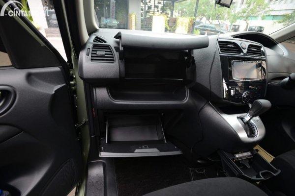 Gambar tempat penyimpanan di kabin Nissan Serena X 2013