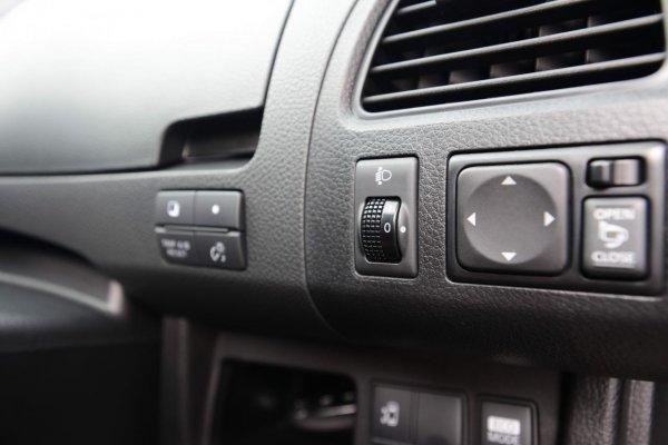 Foto tombol pengatur fitur di Nissan Serena X 2013