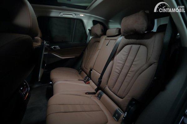 Kursi baris kedua di BMW X5 G05