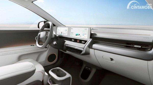 dashboard Hyundai Ioniq 5 berwarna putih