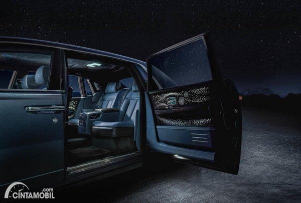 Rolls-Royce Tempus door interior