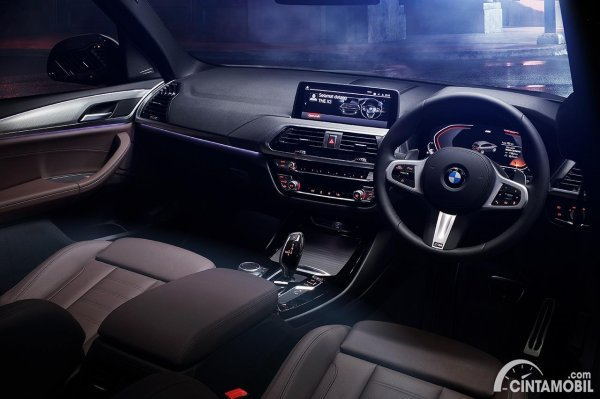Layout dashboard yang dipakai di BMW X3 M Sport