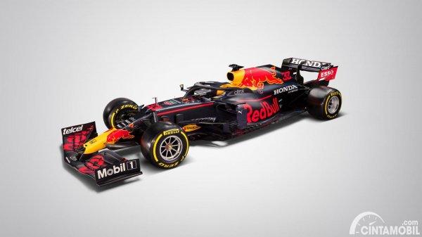 Sisi samping Red Bull RB16B
