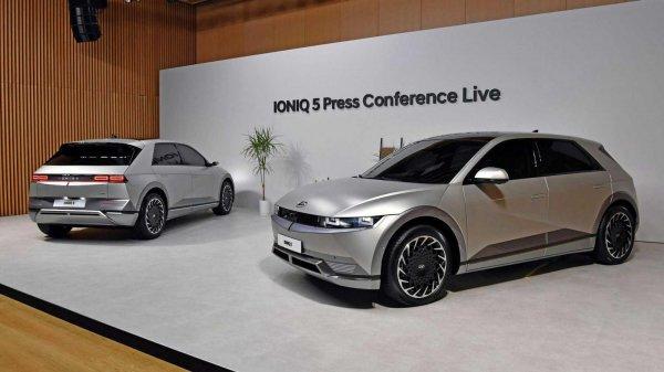 Foto Hyundai Ioniq 5 tampak samping depan belakang