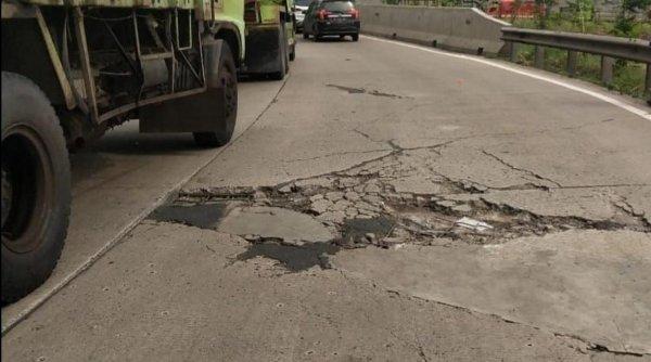 Foto jalan tol Jakarta-Cikampek rusak