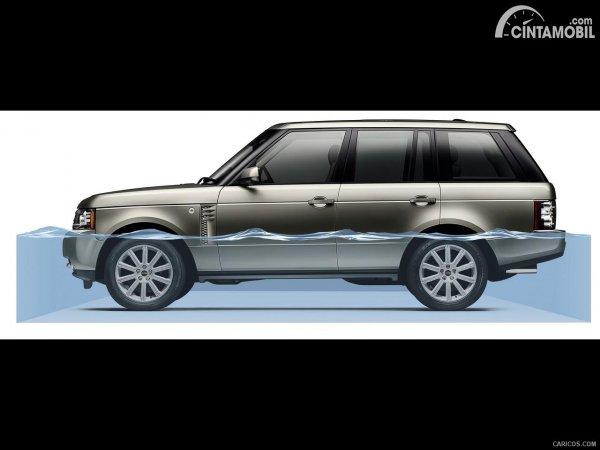 Gambar Range Rover memiliki wading depth 900 mm