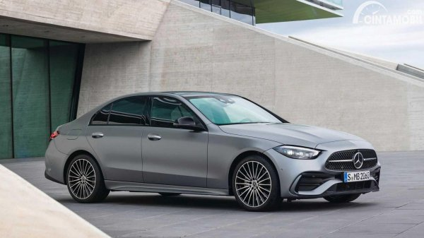 Eksterior samping Mercedes-Benz C-Class 2021 berwarna silver