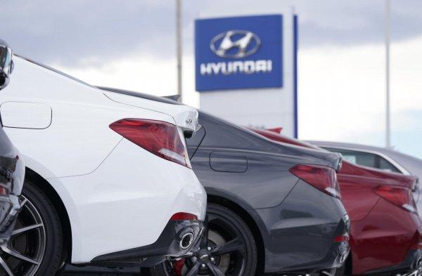 Foto Mobil Hyundai tampak bagian belakangnya