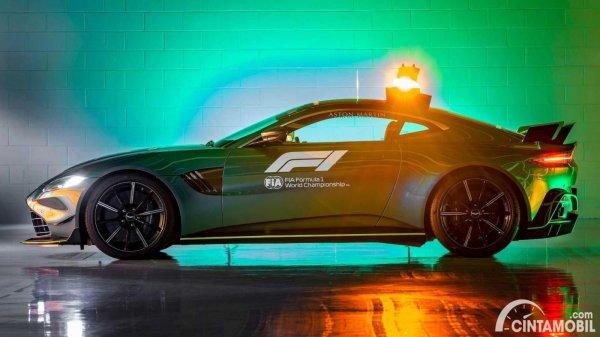 mobil safety car Aston Martin Vantage