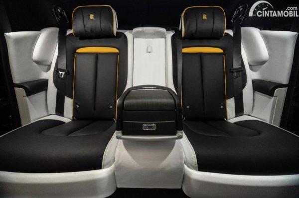 kursi Rolls Royce Ghost 2021 berwarna hitam