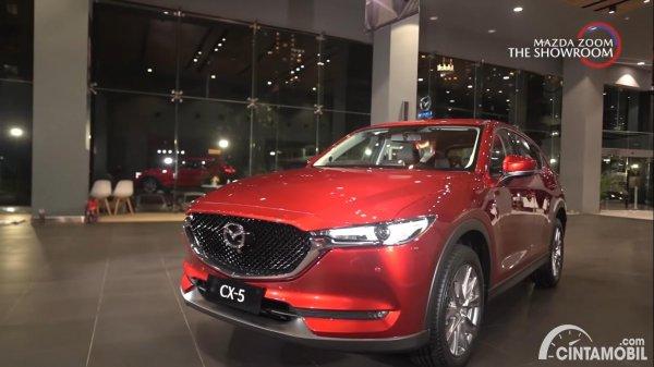 mobil baru Mazda CX-5 berwarna merah