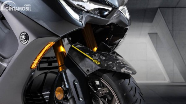 Yamaha TMAX 20th Anniverasry Edition front end