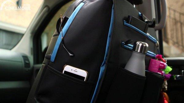 Gambar menunjukkan aksesoris mobil Xenia