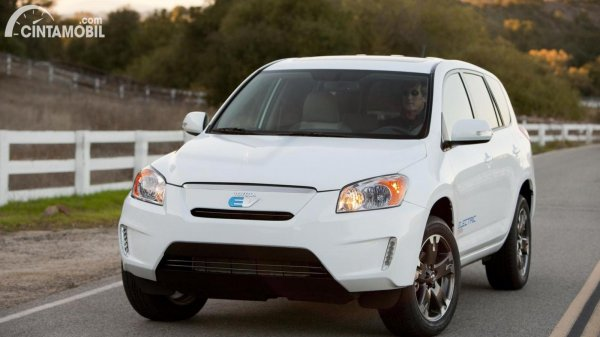 pilihan mobil listrik Toyota RAV4