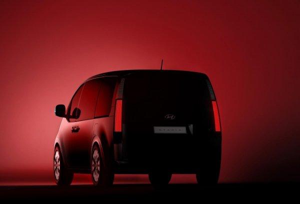 Gambar teaser Hyundai Staria Premium bagian belakang