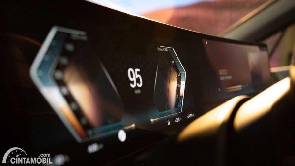 layar BMW iDrive 8 yang baru disempurnakan
