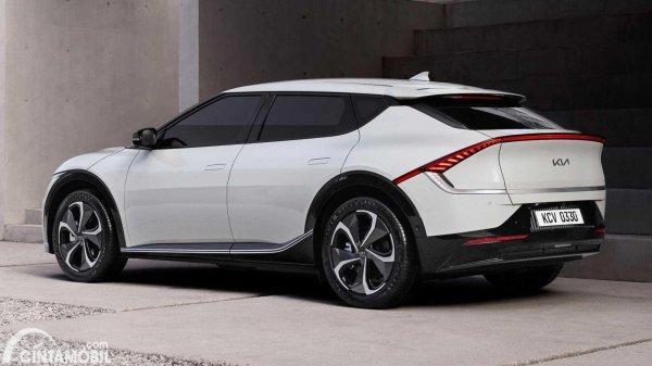 mobil baru Kia EV6 berwarna putih