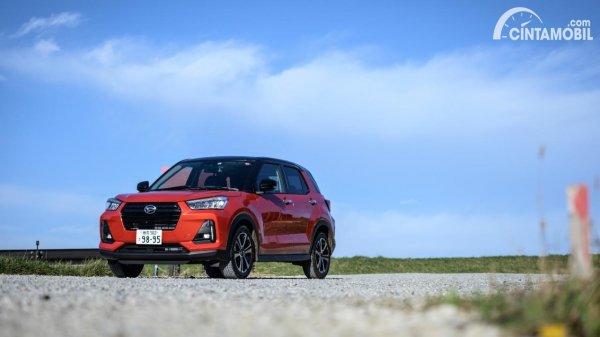 Gambar Daihatsu Rocky warna merah
